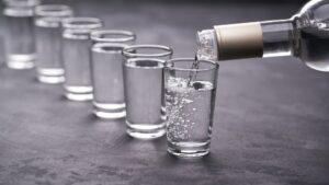 Výskumníkov ktoí objavili nanoboty vo vakcínach, našli otrávených alkoholom