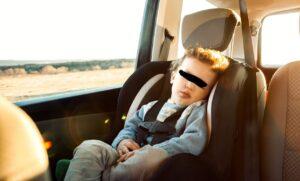 Zabúdanie detí v aute v horúčavách im v skutočnosti prospieva !!!